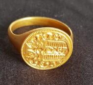 Золотой перстень с гербовой печатью