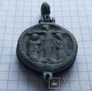 Круглый энколпион 13 века, Распятие Христово с Предстоящими - Богородица Одигитрия