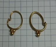 Золотые серьги с бусинками