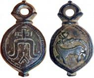 Кистень на одной стороне которого изображена княжеская тамга, на другой - зверь, кусающий себя за хвост