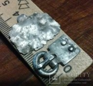 Серебряные пряжка и амулет-домик