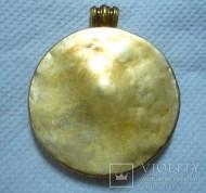 Золотой медальон с Грифоном терзающим Лань