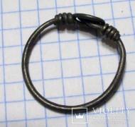 Серебряный перстень со спирально-закрученной проволокой на щитке