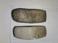 Два боевых сверленных каменных топора