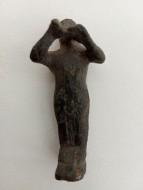Фигурка - человек играющий на двойной флейте - период - античность (от греков и до чк )