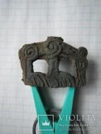 Часть колчанного крюка изображением животного пасущегося на лугу. Предположительно Сарматы