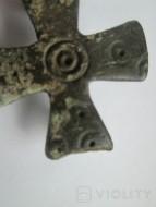 Крестовидная фибула ЧК с солярными знаками