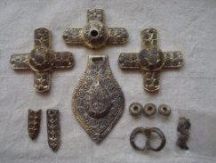 Находка богатой конской сбруи 11-13 в.в.