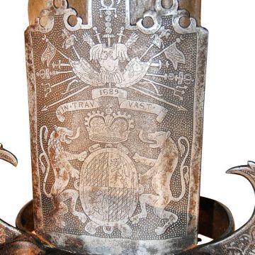 Двуручный меч из носа рыбы-пилы