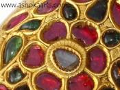 Очень красивый кинжал, украшенный рубинами и сапфирами