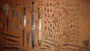Находки наконечников стрел, ножей, кинжалов