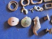 обломки фибул и прочая металлопластика