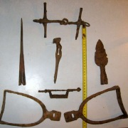 Хазары, набор воина - топор (вес436 гр.), 2 наконечника копья, стремена, удила, фибула