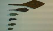 Комплект наконечников, разложены по размеру и в хронологическом порядке