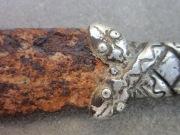 Кинжал арабского типа с серебряной рукоятью в виде переплетенных змей