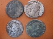сильно затертые монеты Рима 2 века нашей Эры