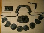 Султан, нагрудные бляхи, оковка от седла, детали деревянной шкатулки, крючки