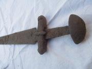 меч, Кировоградская обл.,в лесу, сопутки нет, длина 98,5см вес 825гр, обоюдоострый