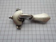 Серебряная фибула в рабочем состоянии