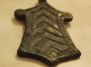 Привеска бронзовая трапециевидная с трёхзубом Киевской Руси