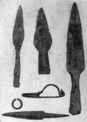 Наконечники копий, фибула, нож