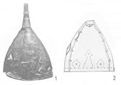 Шлемы с налобными трезубцами: 1 - случайная находка у с. Ольшувка (Польша); 2 - разрушенное погребение у дер. Мокрое (Украина)