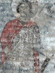 На юбке св. воина в Тимотесубани тени под пластинами изображены мастером коричневыми линиями, а на ламеллярной кирасе одновременно видны и тени, и полосы