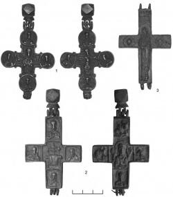 1-2 — кресты-энколпионы с мелкими плотно скомпонованными рельефными изображениями (группа VII); 3 — крест-энколпион редкого типа (группа IX)