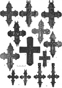 1-6 — кресты-энколпионы с высоким рельефом (группа ІІ); 7-10 — рельефно-черневые кресты-энколпионы (группа III)