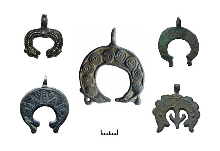 Древние амулеты – лунницы с зооморфными окончаниями