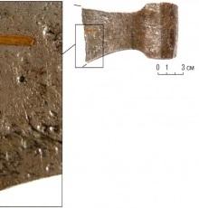 Завороты на сломе фрагмента обушной части топора